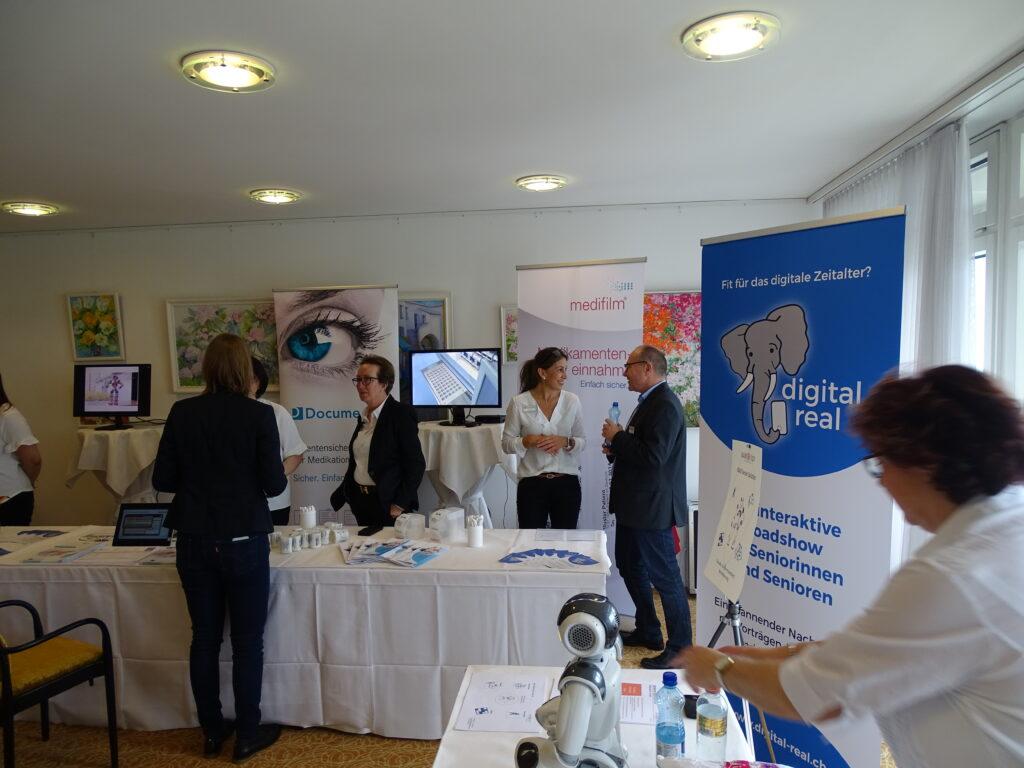 Informationsstände der Veranstaltung digital real