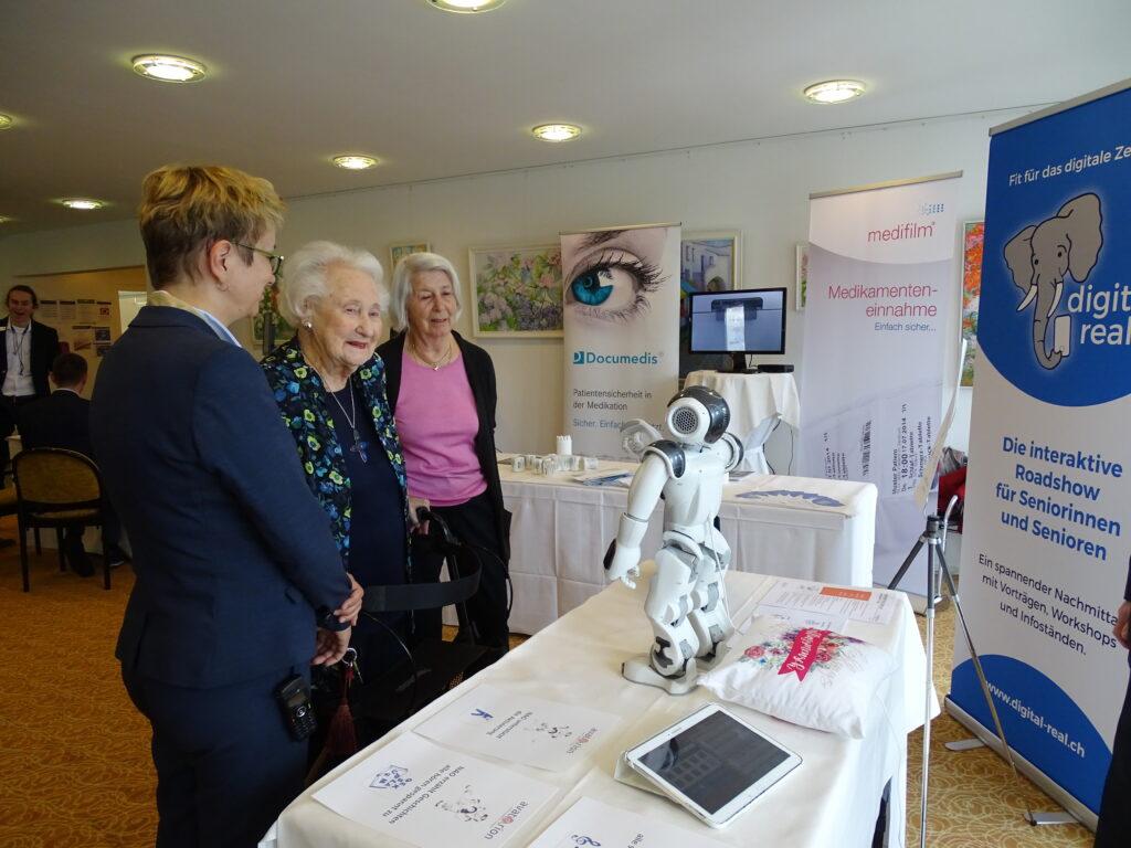 Roboter Nao und Senioren